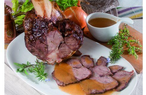 Stinco di vitello arrosto, un secondo tenero e appetitoso