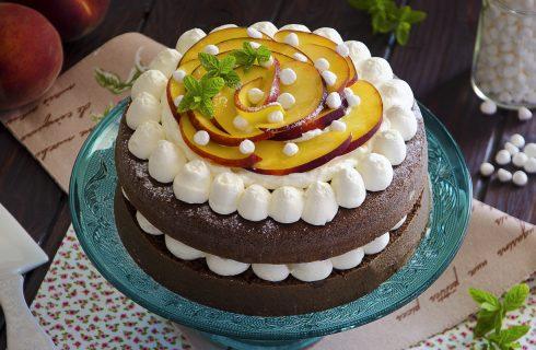 Torta panna e pesche: fine pasto goloso