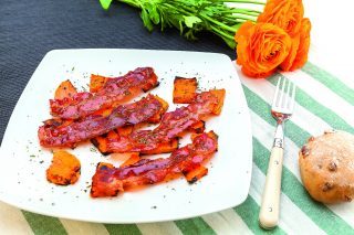 Zucca croccante al barbecue con pancetta per l'aperitivo