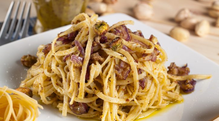 La ricetta della carbonara al pistacchio per un primo diverso dal solito