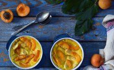 Il clafoutis di albicocche per il dolce di fine pasto
