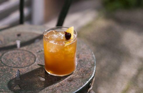How to: preparare un drink alcolico a base di tè freddo