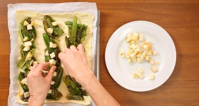 fiocco-di-sfoglia-friggitelli-provola-e-salsiccia-04