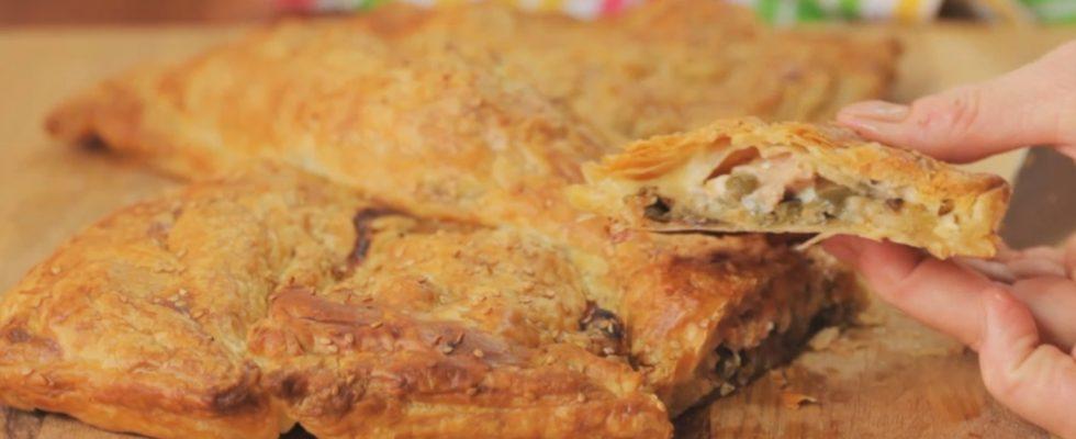 Fiocco di sfoglia friggitelli provola e salsiccia, secondo gustoso e saporito