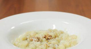 Gnocchi al castelmagno e noci, tradizione piemontese