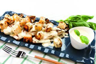 Indivia grigliata al barbecue con crema alla maionese