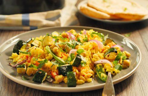 La ricetta dell'insalata di riso integrale con zucchine e ceci
