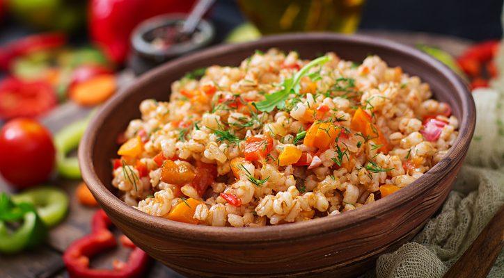 La ricetta dell'orzotto al pomodoro per un pranzo leggero