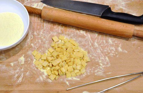 Pasta all'uovo da minestra: quadrucci, con il bimby