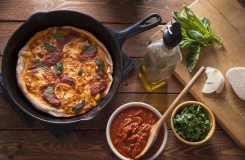 Pizza cotta in padella: ricetta e consigli utili