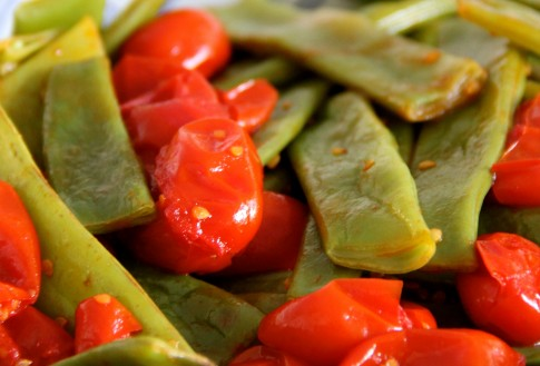 taccole-in-padella-con-pomodorini