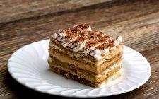 Torta fredda con biscotti e caffè, la ricetta del dessert estivo e veloce