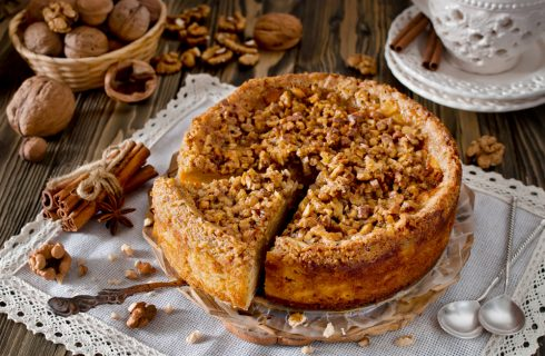 Pane dolce con mele e noci: per la colazione