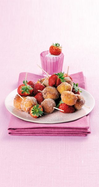 Frittelle di ricotta con zucchero e fragole al bimby
