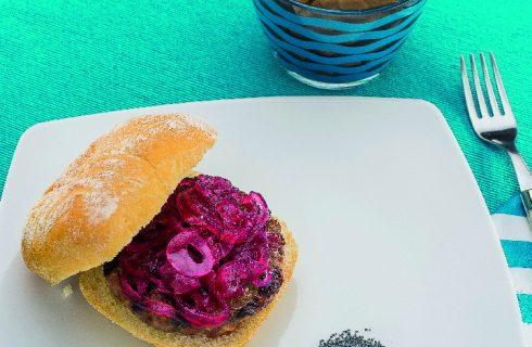 Hamburger con cipolla agrodolce e fontina, al barbecue