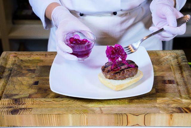 hamburger-con-cipolla-agrodolce-e-fontina-a1830-9