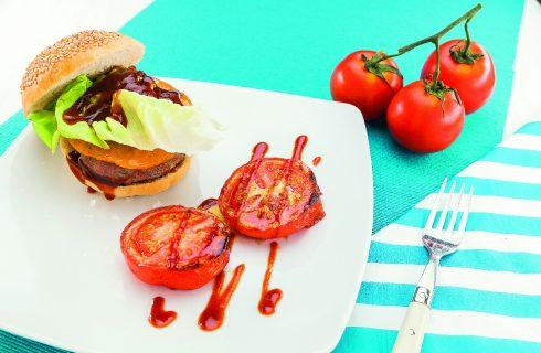 Hamburger di manzo al cheddar con salsa barbecue, al barbecue