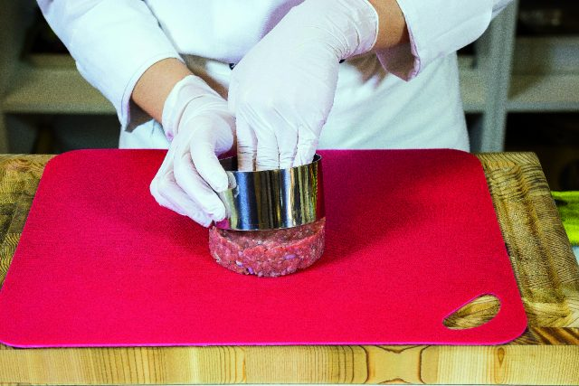 hamburger-di-manzo-alla-stracciatella-pomodoro-e-basilico-a1942-1