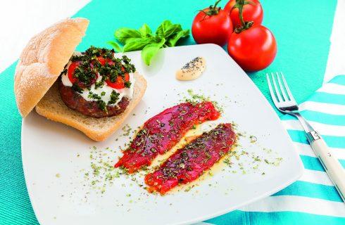 Hamburger di manzo alla stracciatella, pomodoro e basilico, al barbecue