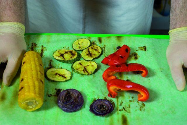 insalata-di-orzo-con-verdure-grigliate-pesto-di-pomodori-secchi-e-pecorino-a1874-2