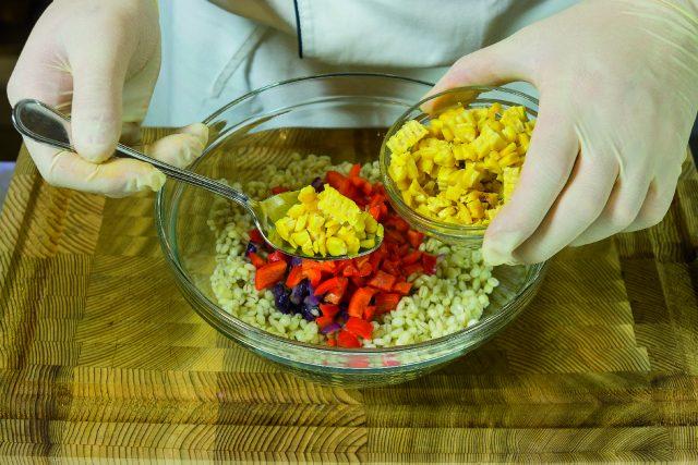 insalata-di-orzo-con-verdure-grigliate-pesto-di-pomodori-secchi-e-pecorino-a1874-7