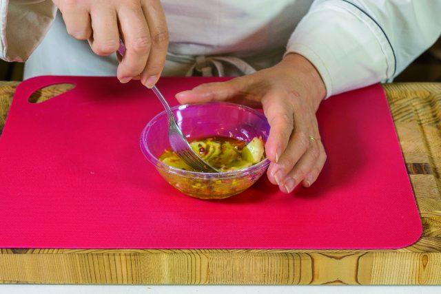 petto-di-pollo-alla-senape-con-mele-e-salsa-al-cocco-a1844-2