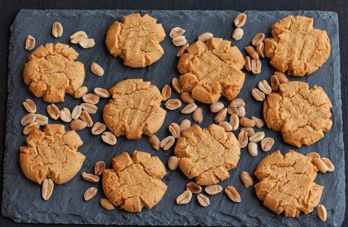Biscotti al burro d'arachidi con 3 ingredienti: la ricetta veloce