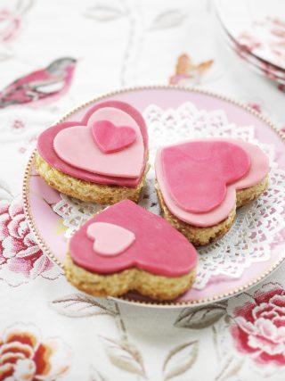 Biscotti a forma di cuore alle mandorle con pasta di zucchero al bimby