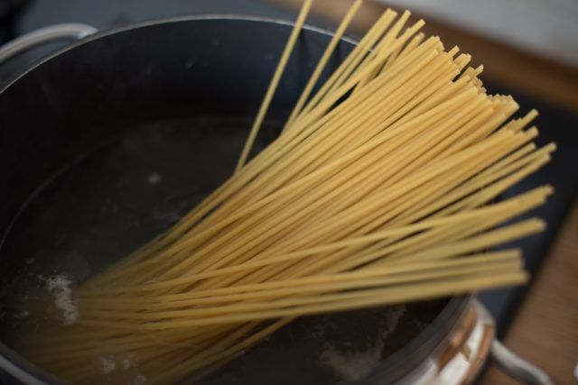 bucatini-fagioli-e-pecorino-step-1
