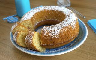 Ciambella con farina di cocco, perfetta per la colazione