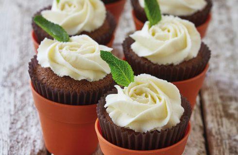 Cupcake al cioccolato con rose bianche al bimby