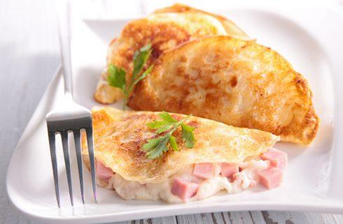 Omelette con stracchino e prosciutto cotto, la ricetta facile