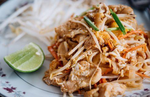 La ricetta del pad thai di pollo
