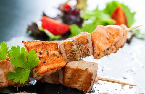 Gli spiedini di tonno e salmone con la ricetta facile e veloce