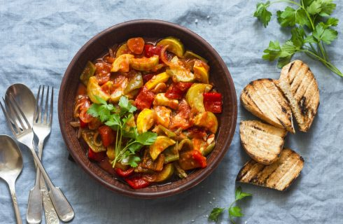 La zucchina lunga con patate e pomodoro con la ricetta facile