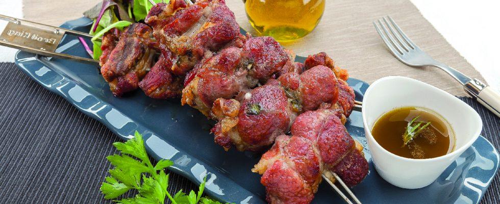 Involtini ripieni di pecorino e prezzemolo al barbecue