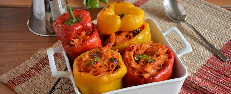 Peperoni ripieni di pasta: pasta al forno con verdure
