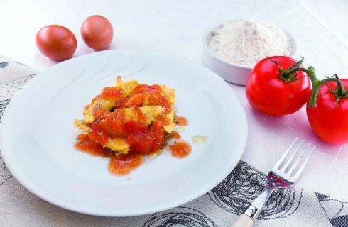 Ravioli grigliati mozzarella, pomodori e melanzane al barbecue, primo genuino