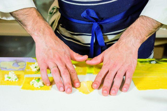 ravioli-grigliati-ripieni-di-mozzarella-con-pomodori-e-melanzane-a1928-7