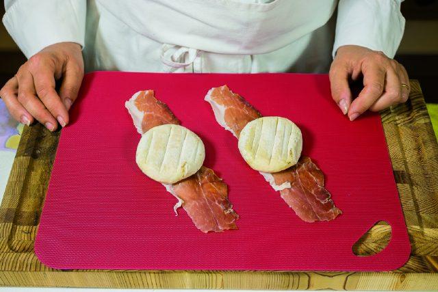 tomino-e-speck-alla-paprica-con-patate-arrosto-a1850-1