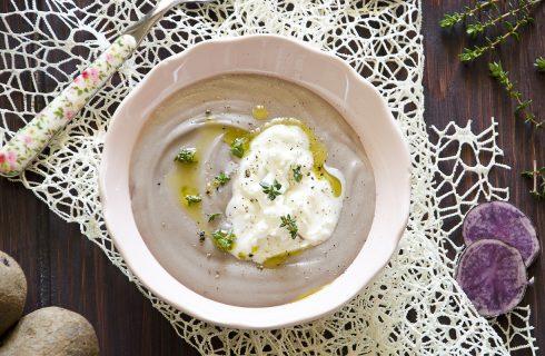 Vellutata di patate viola e stracciatella: zuppa autunnale