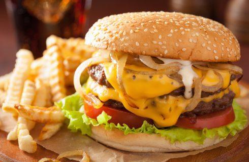 Cheeseburger Day: la ricetta originale del vero cheeseburger americano