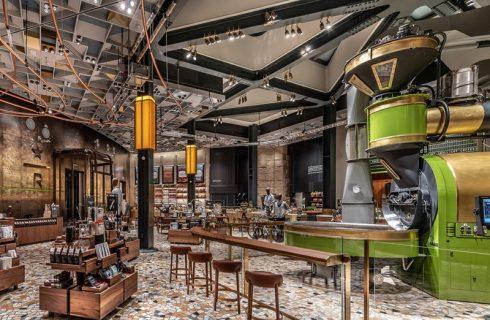 Starbucks Milano: menù, orari e indirizzo della nuova apertura in Italia
