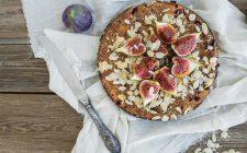 Torta nocciole e fichi con la ricetta facile per la colazione