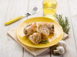 Involtini di pollo e funghi: secondo piatto sfizioso