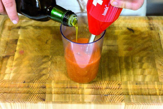 moscardini-al-barbecue-con-salsa-di-pomodori-arrostiti-e-porro-fritto-a1887-3