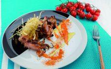 moscardini-al-barbecue-con-salsa-di-pomodori-arrostiti-e-porro-fritto-a1887-4