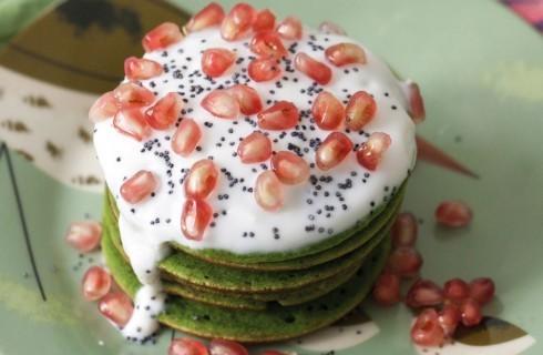 Pancake agli spinaci con yogurt, melagrana e semi di papavero al bimby