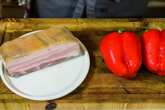 pancetta-croccante-al-barbecue-con-peperoni-grigliati-a1884-1