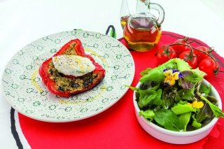 Peperoni al barbecue con formaggio fresco e cous cous